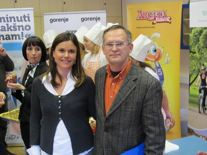 Vodja projekta Anka Peljhan z eminenco gastronomije, Janezom Bratovžem.