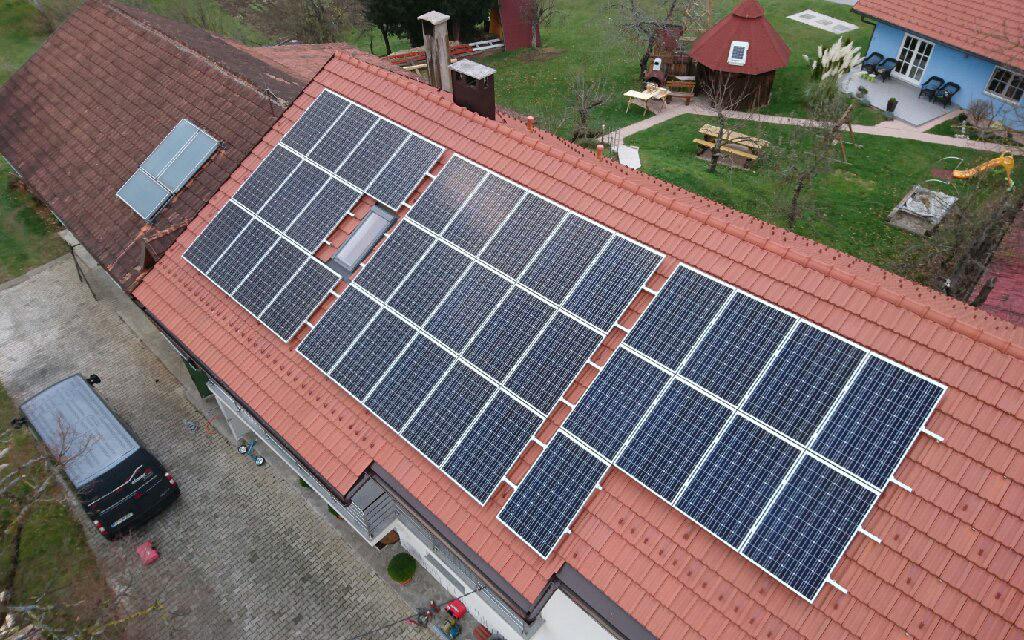 Sončna elektrarna Sol navitas na strehi