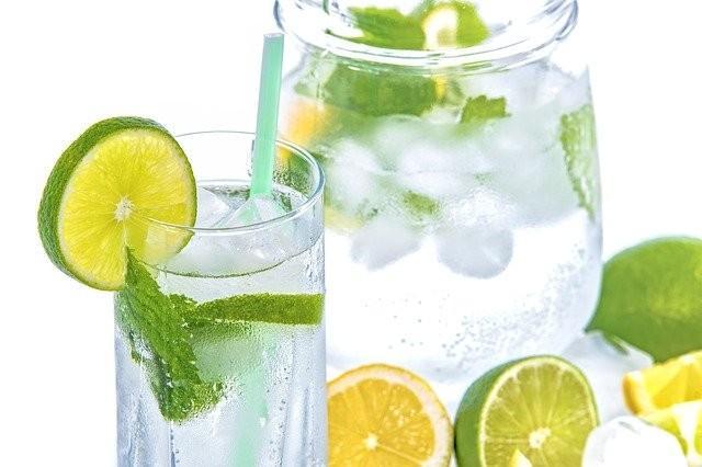 Pitje vode vsaj 1,5l dnevno