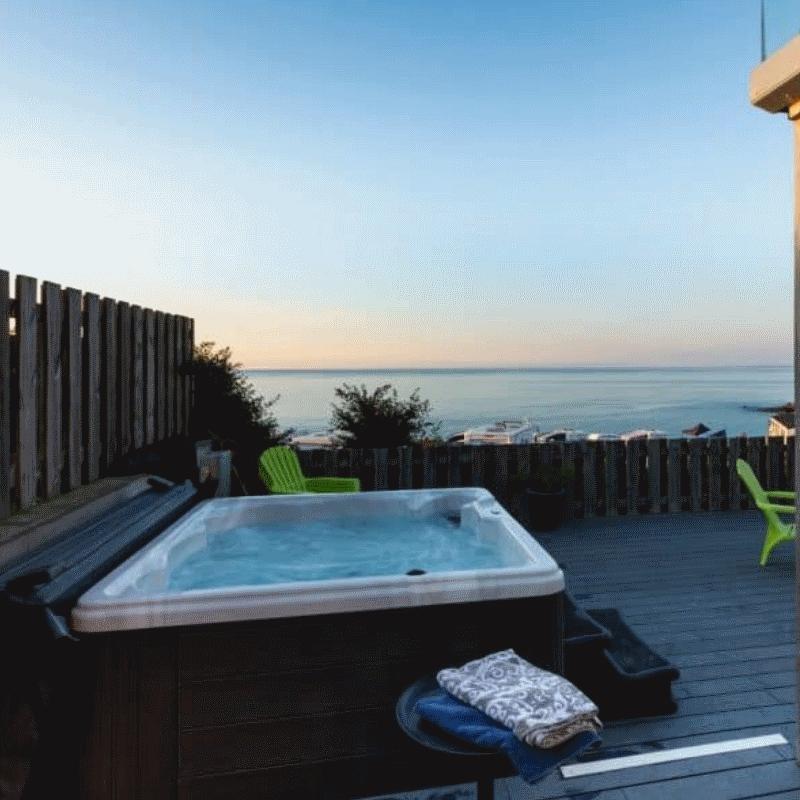 Zunanji ali notranji masažni bazen