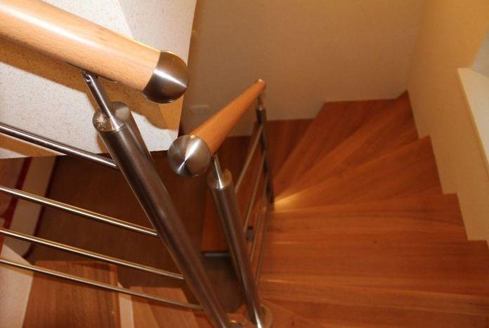 Varovalna stopniščna ograja