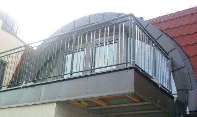 Zaprte horizontalne balkonske ograje