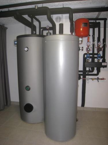 Toplotna črpalka zrak-voda za sanitarno vodo
