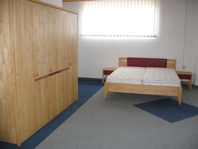 Postelje po meri - posteljni okvir in predali