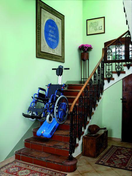 Gosenično invalidsko dvigalo