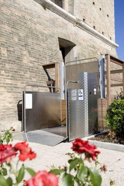 Malotovorno dvigalo in dvigala za prevoz tovora