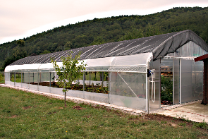 Namakalni sistem za travo
