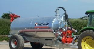 Cisterna za gnojevko in trosilec