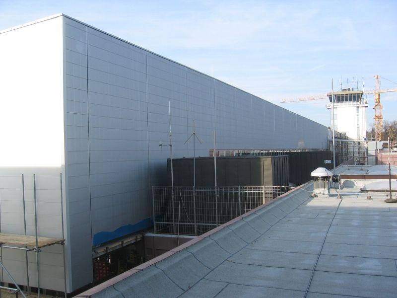 Ureditev letališča Brnik s fasadnimi ploščami