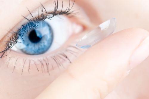 Barvne kontaktne leče