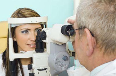 Pregled očesnega ozadja in pritiska