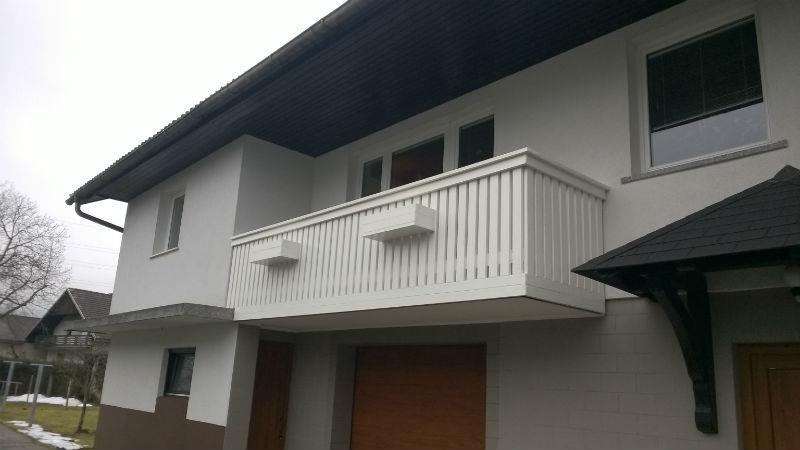 Bele balkonske PVC ograje