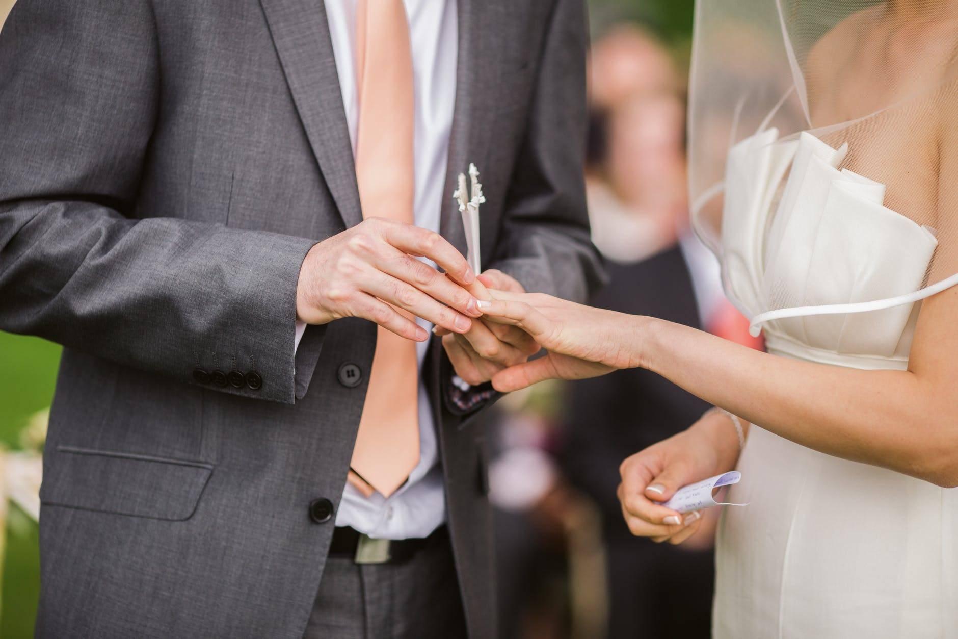 Najlepši poročni prstani iz titana in drugih materialov