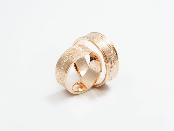 Karati pri poročnih prstanih