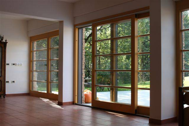 Drsno dvižna lesena panoramska stena