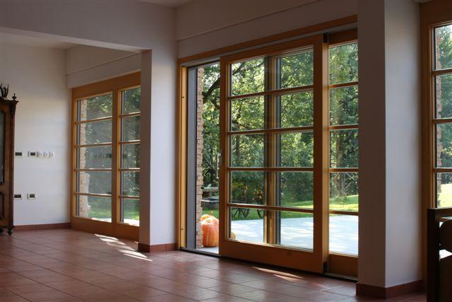 Lesena panoramska drsna okna