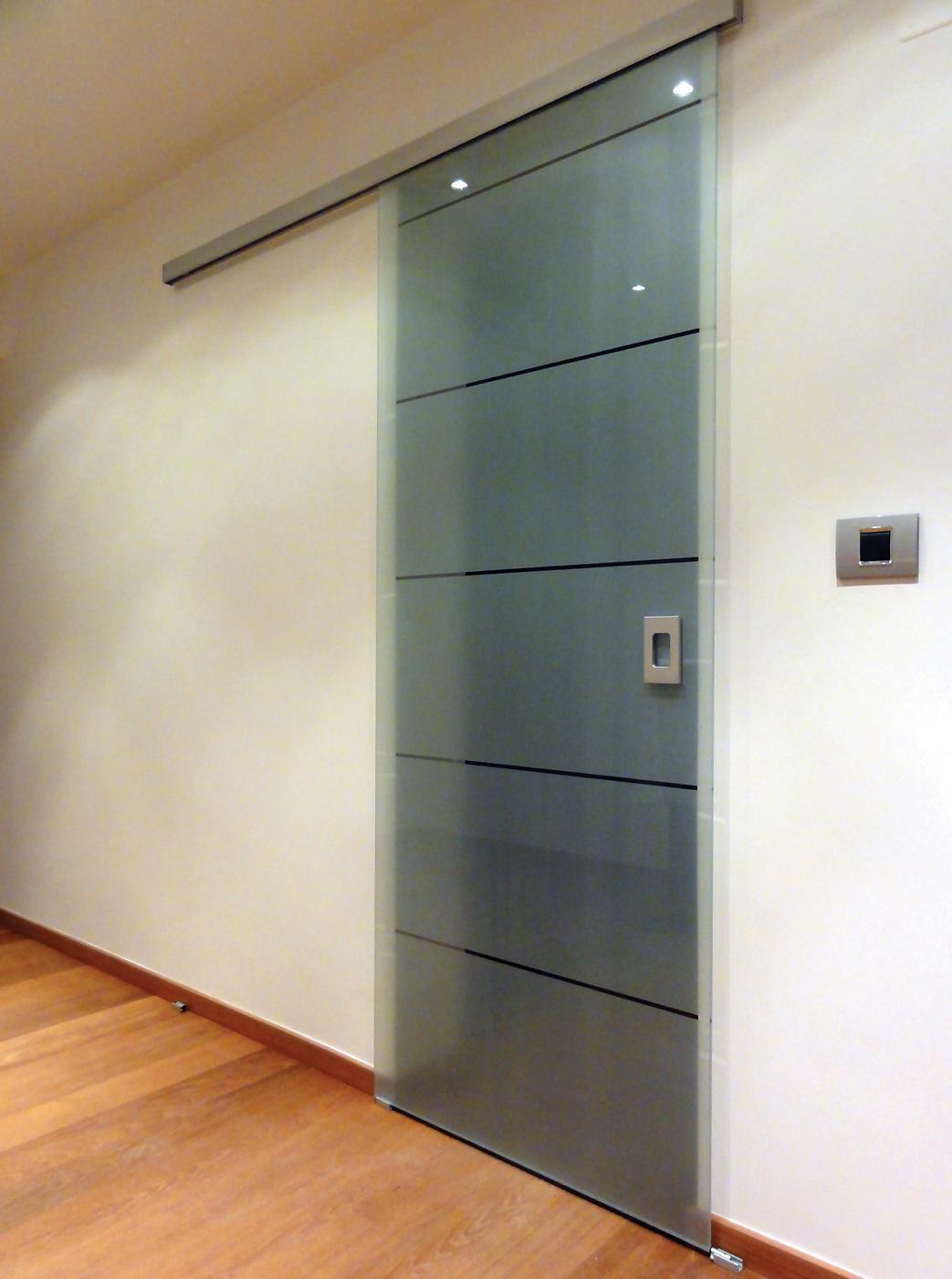 Steklena drsna vrata po meri
