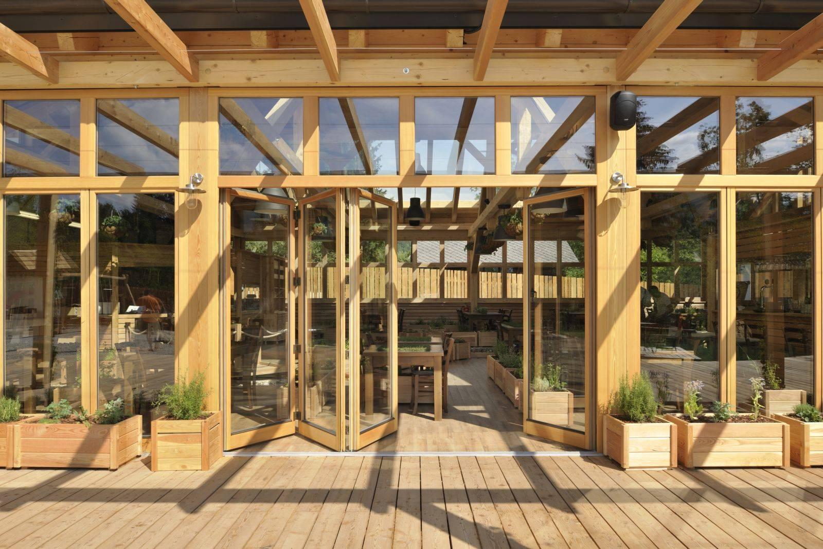 Zložljiva panoramska lesena okna