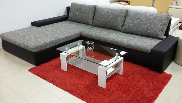 moderna sedežna garnitura s posteljo