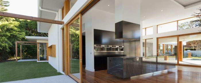 Lesena okna iz smreke ali macesna