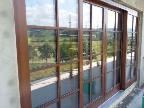 Lesena okna in vrata podjetja Ambient