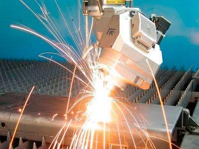 Laserski razrez se pogosto izvaja na pločevini, obenem pa je postopek možno uporabiti pri železu, aluminiju, medenini, bakru, pocinkanih površinah.