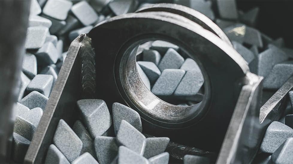 Obdelava kovin peskanje
