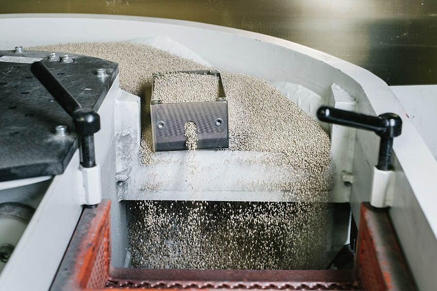 Stroj za peskanje kovin