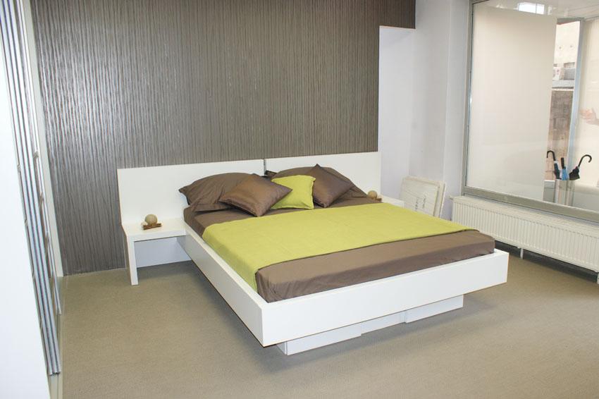 Postelja je pohištveni kos in del notranje stanovanjske opreme
