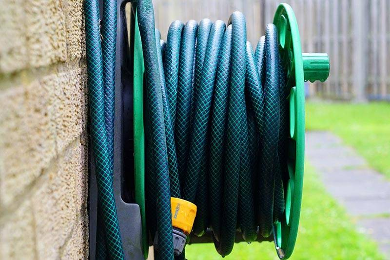 Zelena gibljiva cev za vodo