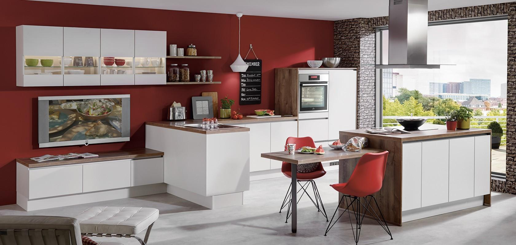 Kuhinja po meri s prirejenimi kuhinjskimi elementi