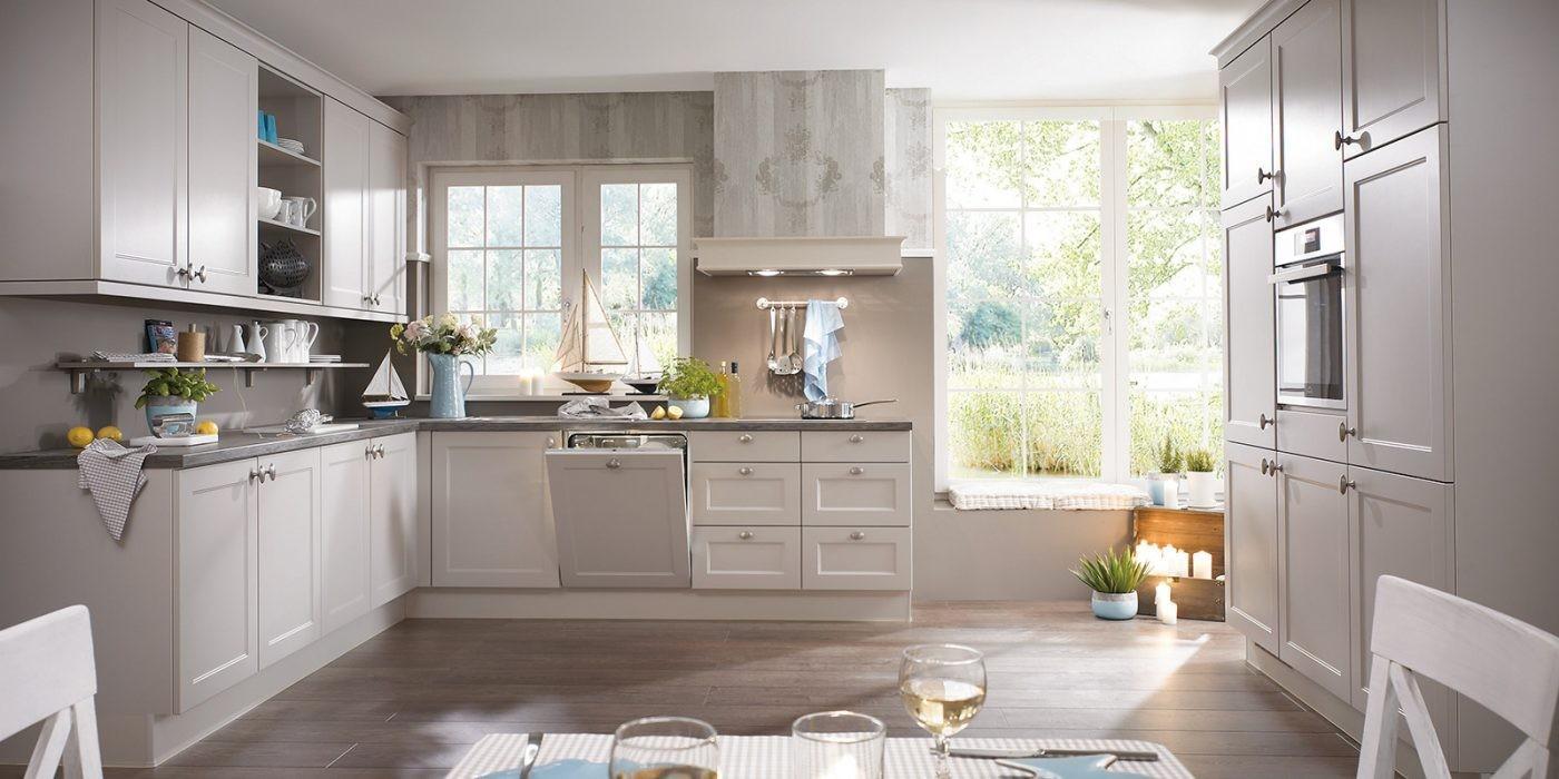 Klasična kuhinja Cesana za minimalističnim profilom