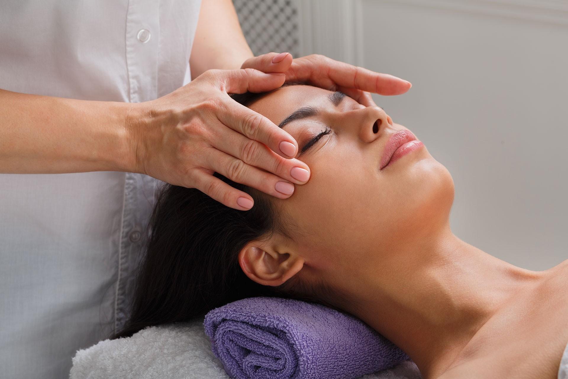 Postopek masaže obraza proti gubam