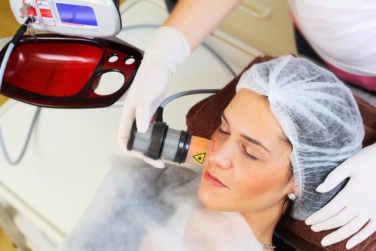 Vakumska masaža obraza proti gubam