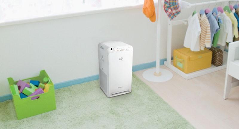 Prenosljivi čistilec zraka za osebe s težavami dihal