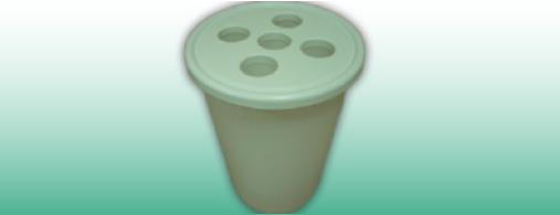 Ohranite okolje in zbirajte PVC lončke z ločene košu