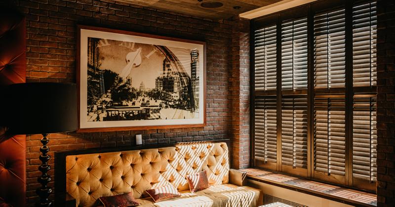 Lesena okna in polkna prijazna naravi