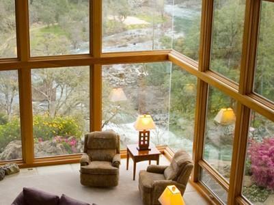 Menjava lesenih oken