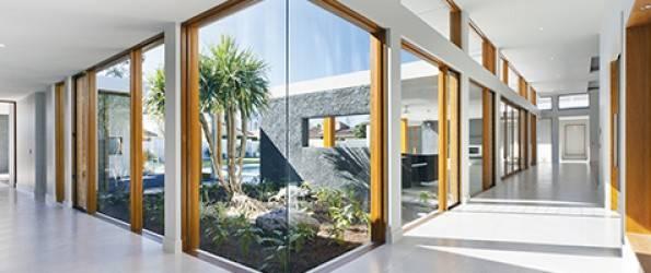 Troslojna lesena okna Natur podjetja Marles okna
