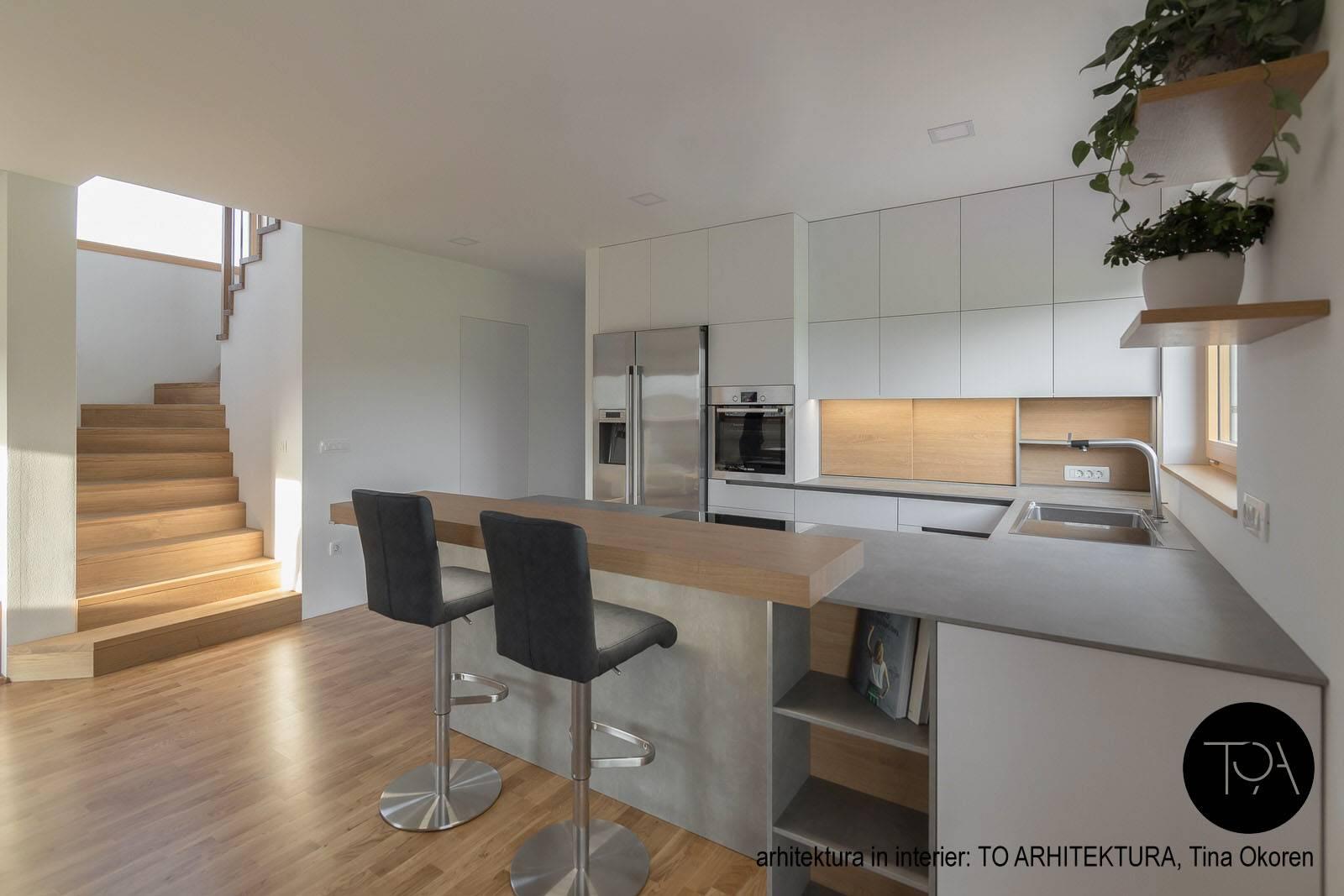 Moderna bela kuhinja