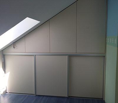 Okovje vgradne omare Blum
