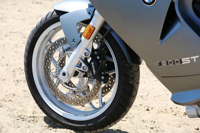motoristična sprednja guma