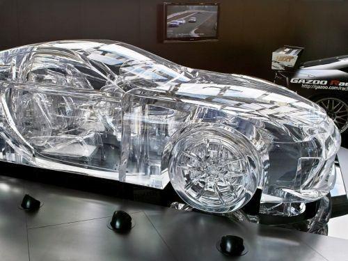 Avto iz pleksi stekla