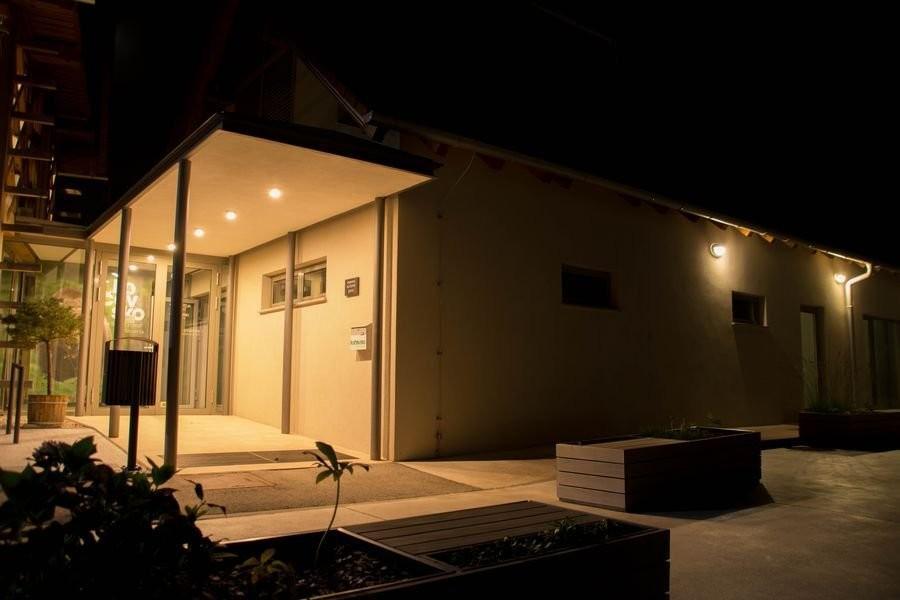 Z LED zunanjimi svetili lahko razsvetlimo vhode, terase, balkone, atrije