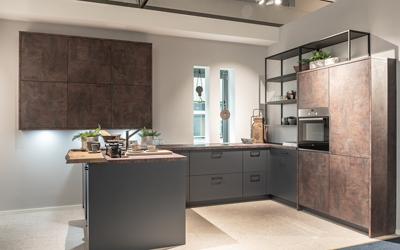 Moderne kuhinje z velikimi delovnimi površinami