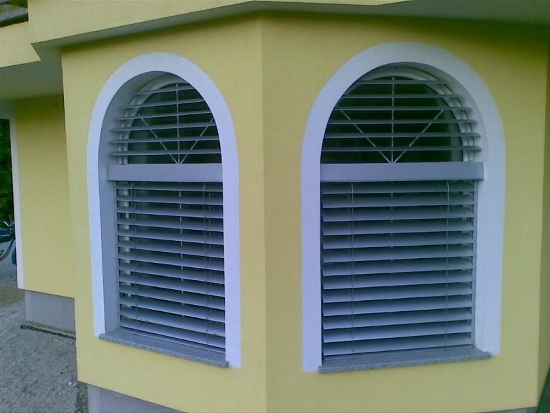Zunanje žaluzije za okna preprečujejo pretirano segrevanje vašega doma