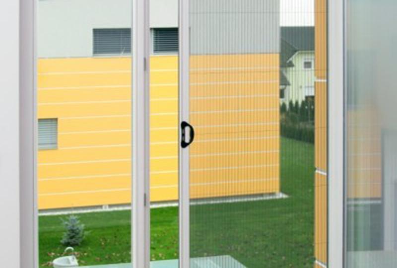 Komarniki za okna so preprosta rešitev za preprečevanje vstopa insektom