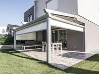 Pergola s pomično streho VIKTORIA iz vaše terase ali balkona ustvari privlacen bivalni prostor za vse letne čase.