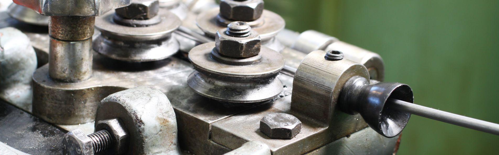Kovičenje kovic, osi, čepov in valčkov