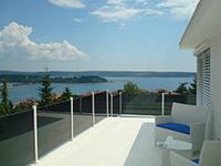 Steklene zunanje in notranje ograje modernih oblik